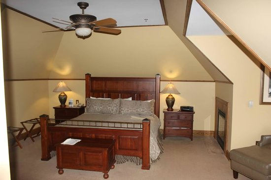 Chetola Resort at Blowing Rock: Hugh Morton Room