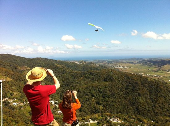 Barefoot Travelers Rooms : Watching the glider