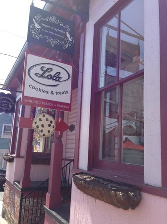 Lola Cookies and Treats: King Street Sign -- Go Around Back for Main Entrance