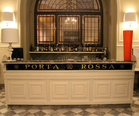 ‪‪NH Collection Firenze Porta Rossa‬: gorgeous bar in dining area‬