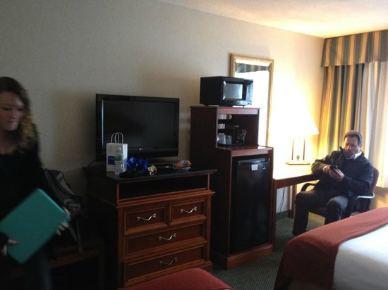 Holiday Inn Express Poughkeepsie: TV, frige, microwave