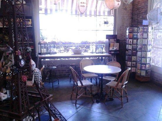 Parker's Market Urban Gourmet: Interior dining area