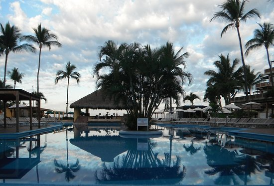 Canto Del Sol Plaza Vallarta: The pool