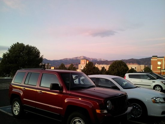 The Academy Hotel Colorado Springs: View from right outside the parking lot door