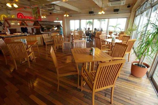 Oceans Pizza: Cool and Comfortable Inside