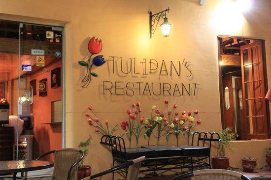 Tulipan's Restaurant Bar: entrance