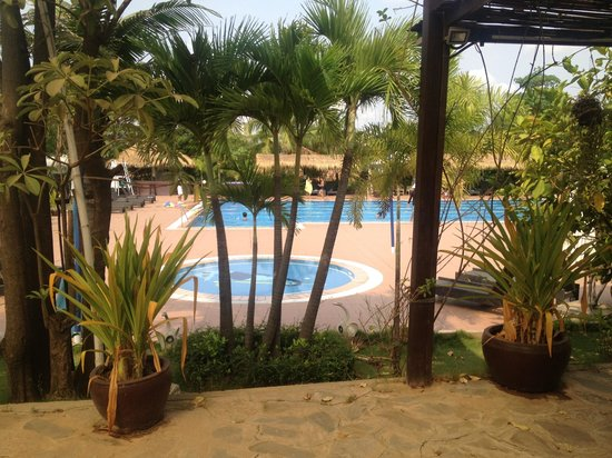 CCC Hotel : Pool area, with sun lounges, lap lanes, bar, restaurant looking onto pool, great atmosphere.