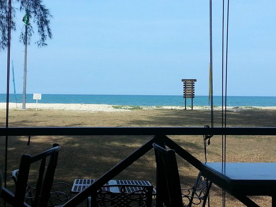 Eastern Pavilion Boutique Resort & Spa: Coffee house was almost on the beach, so ambience was nice. Can't say the same about the food th