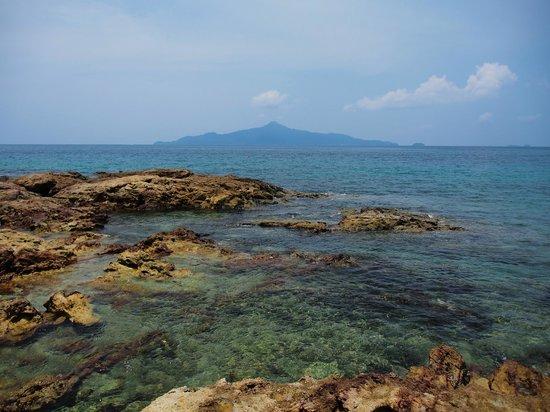 Sari Pacifica Hotel, Resort & Spa Sibu Island: Beach *photos by hubby*