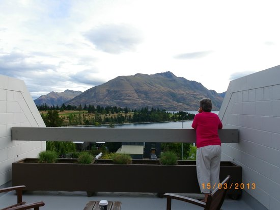 Copthorne Hotel & Apartments Queenstown Lakeview: View from our room.
