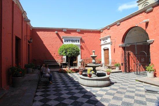 Hotel San Agustin Posada del Monasterio: interior garden