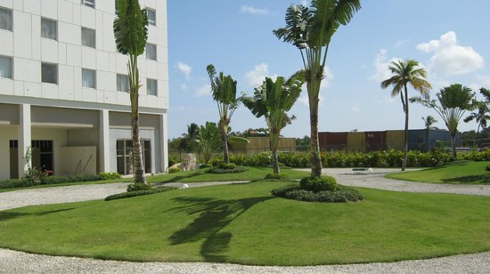 NH Punta Cana: Landscaping around hotel