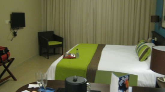 NH Punta Cana: Comfortable bed in spacious room