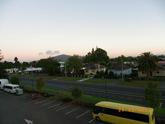 ฮอลิเดย์อินน์ โรโตรัว: Early morning view from our room.