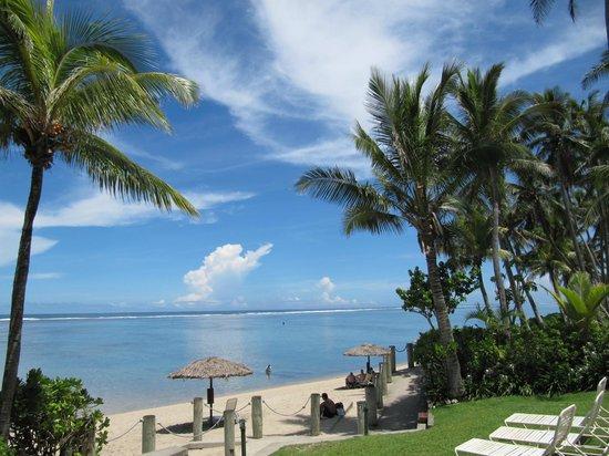 Outrigger Fiji Beach Resort: Beach at high tide