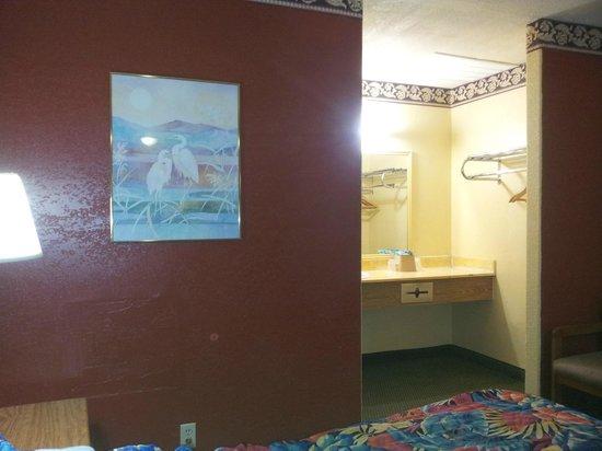 La Copa Inn Harlingen: View to Restroom