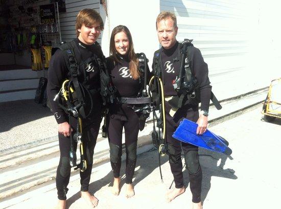 Scuba Playa Dive Shop : Before our turtle dive...saw plenty.