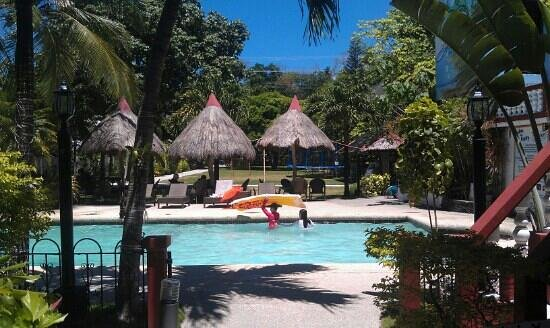 Tonglen Beach Resort: Great pool to relax in after the beach!
