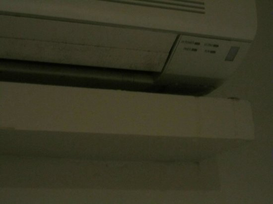 GemTalk Suites: Leaking air conditioner