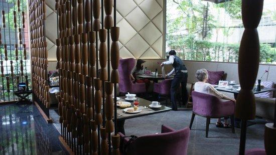 Hansar Bangkok: Breakfast area