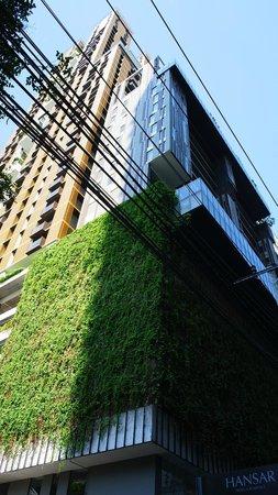 Hansar Bangkok Hotel: Hotel Exterior