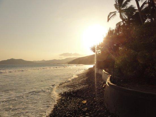 Alila Manggis: sunset