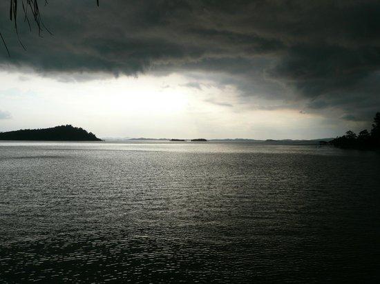 Telunas Resorts - Telunas Beach Resort : Stormy sunset