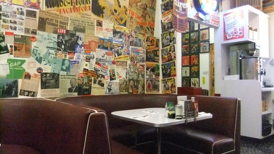 Cafe 50's: posters walls