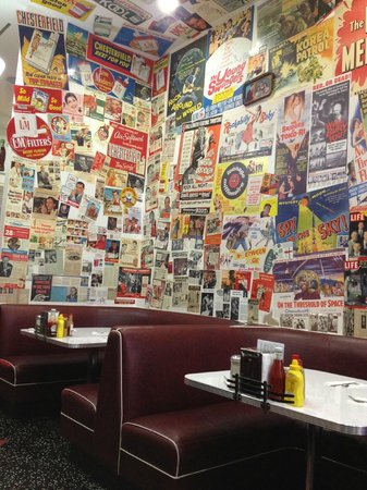 Cafe 50's: the wall