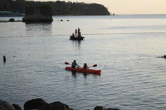 Kamana Sanctuary Resort and Spa: kayaking, beach area