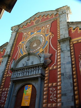 Tende, فرنسا: 教会正面