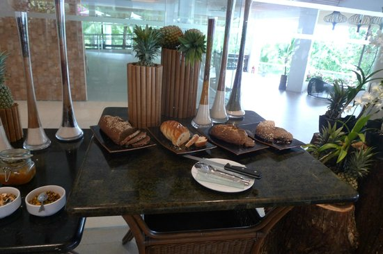Alegre Beach Resort: part of breakfast buffet
