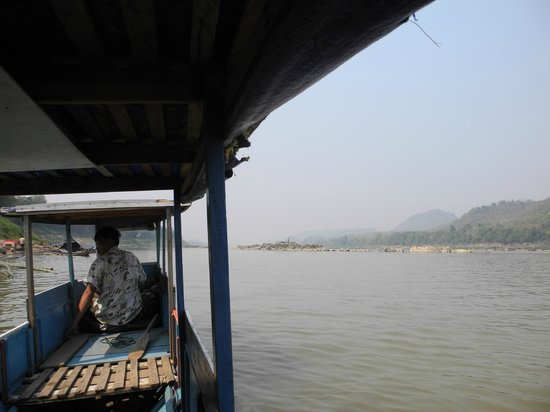 Grasshopper Adventures Day Tours: Fahrt am Mekong
