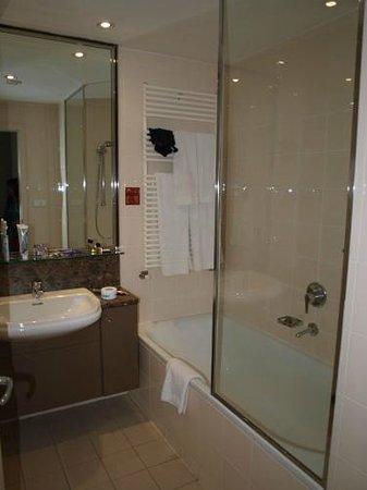 Adina Apartment Hotel Budapest: Badezimmer