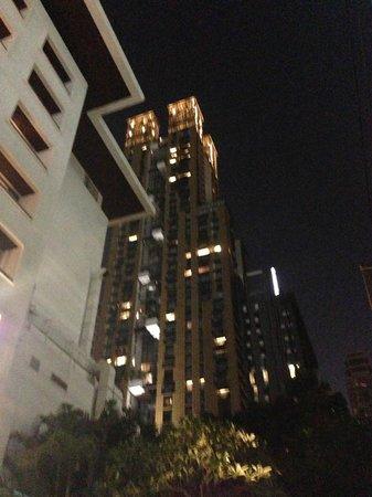 Hansar Bangkok Hotel: Blick auf´s Hotel
