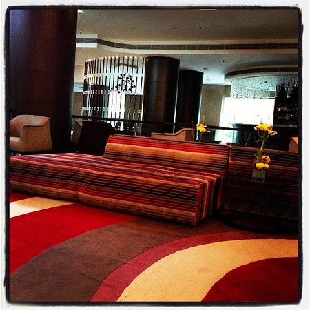 Country Inn & Suites by Carlson - Gurgaon, Udyog Vihar: The lobby