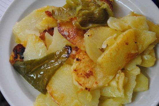 Pinos Genil, Spanje: Patatas a lo pobre