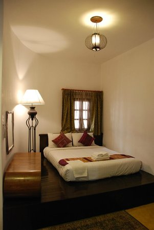 Come Chiangmai Lanna Boutique House: The double bed with little access space on the left