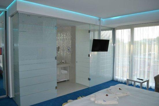 Marshal Garden Hotel: Natural Ventilated Bathroom