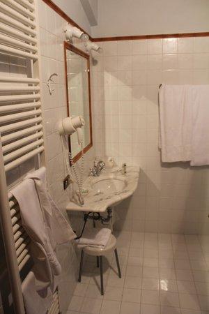 Ripa Relais: Mezzo bagno (in più c'è la doccia e i servizi)