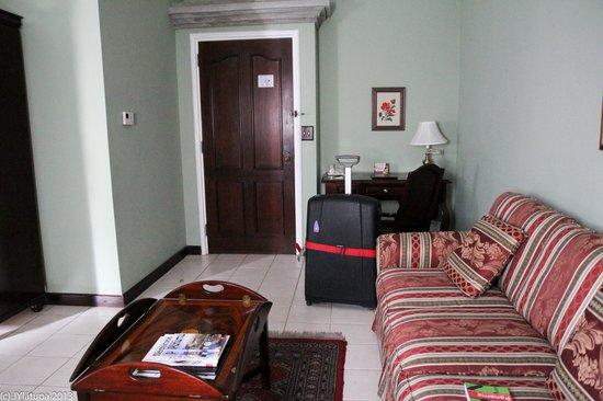 Hotel DeVille: Room 105