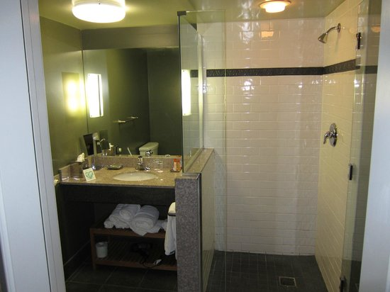 Lancaster Arts Hotel: Baño