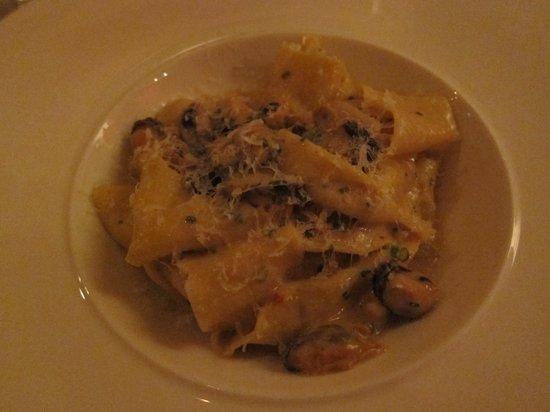 M Restaurant: Mejillones con pasta