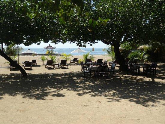 Benoa Beach Front Villas & Spa: Front of the restaurant
