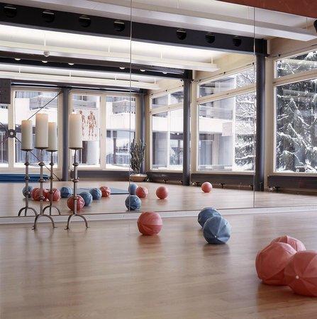 Hotel Eiger Grindelwald: Gymnastikraum Kreativum mit verschiedenen Angebote wie Yoga, Speeding, Pilates, etc.