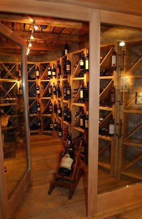 Hotel Eiger Grindelwald: Vinothek im Restaurant Barry's