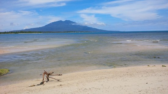Kalianda, Indonesia: 10 minutes walk up the beach from the hotel