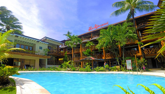 Red Coconut Beach Hotel: Facade