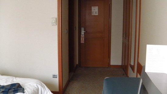Grand Yavuz Hotel: Entrée de la chambre