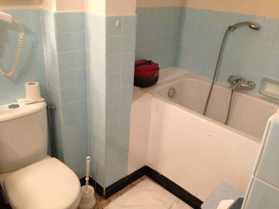 Hotel Le Cottage : the tiny bath tub